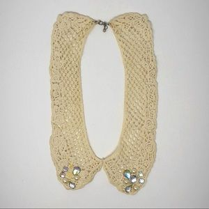 Peter Pan collar-style necklace